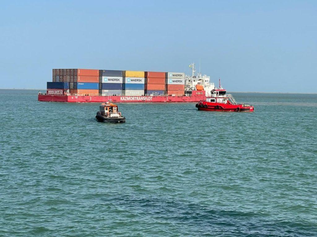 В Бакинский порт прибыл казахстанский контейнеровоз с более чем 140 контейнерами